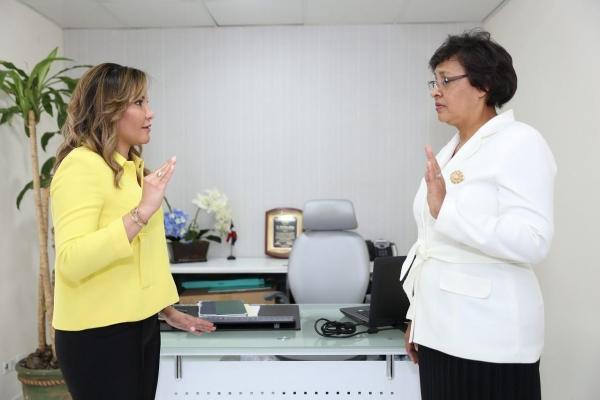 Font-Frías juramenta directora Hospital Municipal Mata Hambre