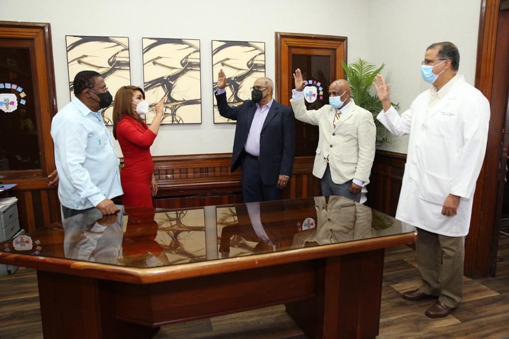 Juramentan directores y subdirectoras hospitales Distrito Nacional y Monte Plata