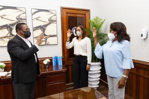 Doctor Féliz Féliz juramenta gerentes de Área de Salud